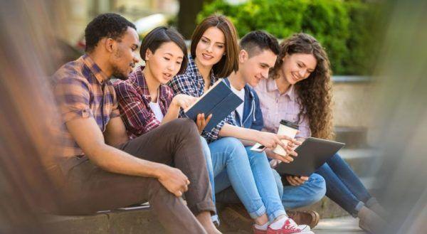 alunos universitarios 600x329 - Vestibular UEM 2022: Inscrição, Calendário, Cursos e Resultados