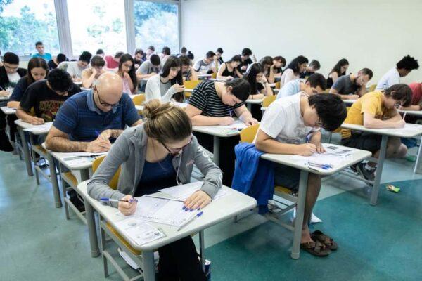 fuvest alunos 600x400 - Vestibular FUVEST 2022: Inscrições, Calendário, USP, Vagas